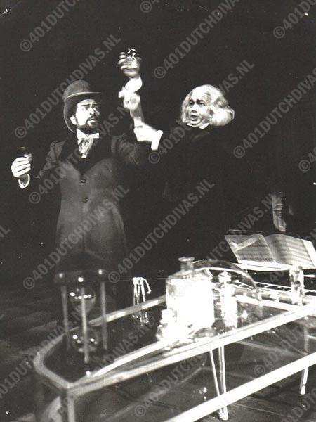 Gerard Krake, als Hermann samen met Gerard Groot in Hoffmann's Vertellingen, Opera Forum, 26 dec.1961. Gerard Groot zong de rollen van Lindorf, Coppelius, Pitichinaccio en dokter Mirakel