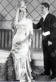 Jan Handerson en Mizzi van der Lanz in Franz Lehar's 'Die lustige Witwe'