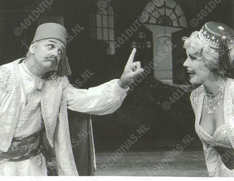 Jan Handerson (als graaf Danilo) en Marga de Boer in Lehar's 'Lustige Witwe'